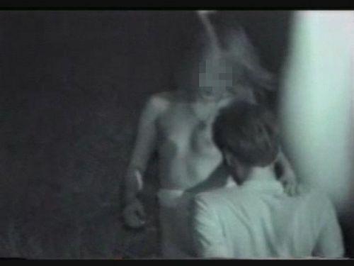 赤外線カメラでカップルの青姦セックスをこっそり盗撮したエロ画像 31枚 No.3