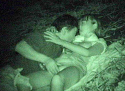 赤外線カメラでカップルの青姦セックスをこっそり盗撮したエロ画像 31枚 No.28