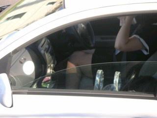 自動車の中でストッキングを履いたお姉さんの太ももを盗撮したエロ画像 31枚 No.17