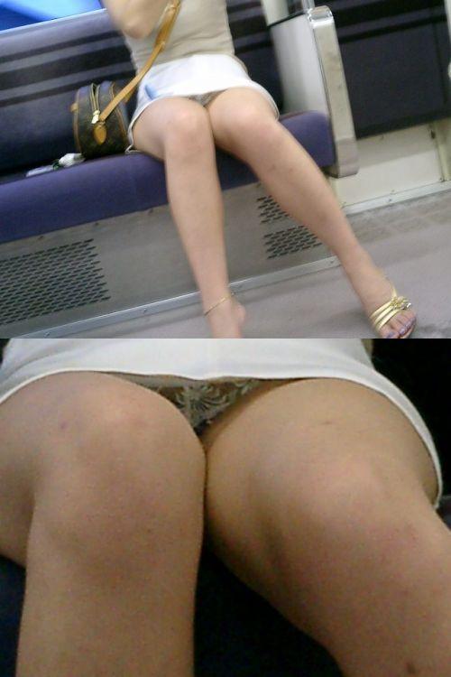 【画像】電車内でデルタゾーンパンチラや股開きパンチラを激写盗撮www 38枚 No.2