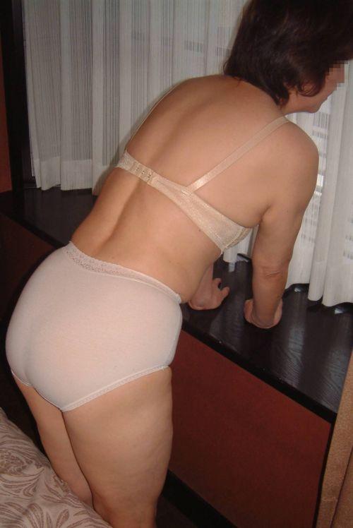 【エロ画像】人妻や熟女のお尻を包み込むフルバックパンティで熟女好きになろうぜwww 51枚 No.24