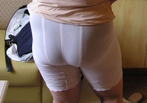【エロ画像】人妻や熟女のお尻を包み込むフルバックパンティで熟女好きになろうぜwww 51枚 No.27
