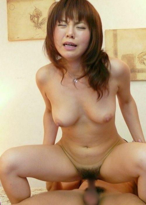 【画像】騎乗位セックスで夢中で腰振りする女の子がエロ過ぎwww 36枚 No.6