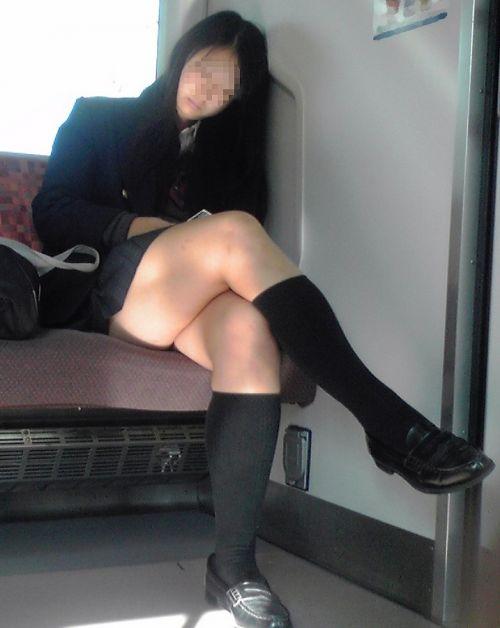 ちょっと迷惑だけど電車の中の足組みしてるエッチなお姉さんの画像 34枚 No.5