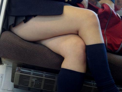 ちょっと迷惑だけど電車の中の足組みしてるエッチなお姉さんの画像 34枚 No.10