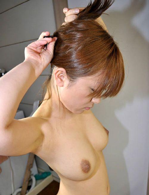 鏡の前で髪の毛を束ねる可愛い女の子達のうなじに注目したエロ画像 31枚 No.2