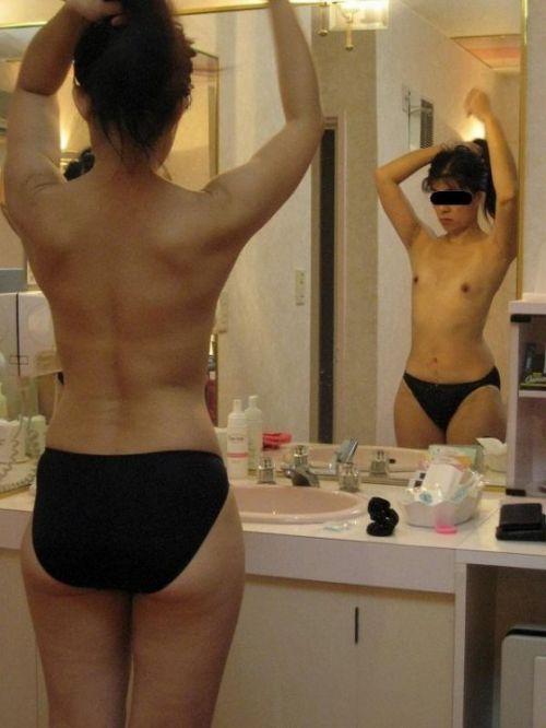 鏡の前で髪の毛を束ねる可愛い女の子達のうなじに注目したエロ画像 31枚 No.7