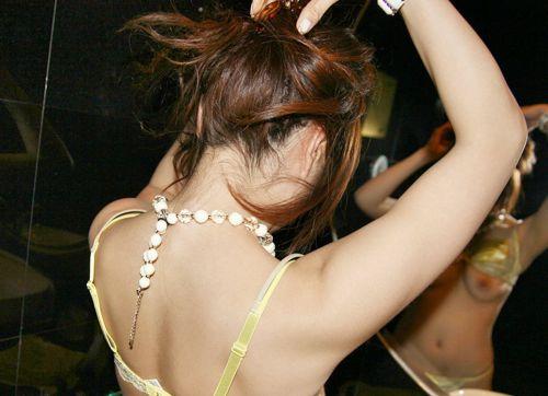 鏡の前で髪の毛を束ねる可愛い女の子達のうなじに注目したエロ画像 31枚 No.21