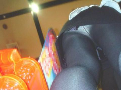 パチンコ店員のパンティをローアングルで盗撮したエロ画像まとめ 36枚 No.14