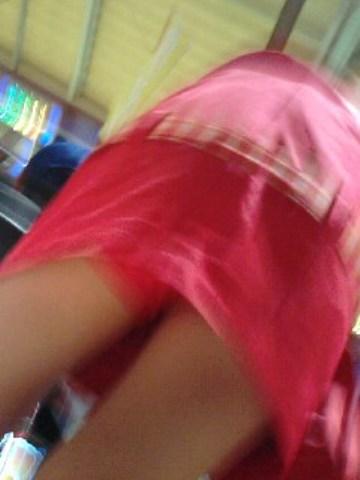 パチンコ店員のパンティをローアングルで盗撮したエロ画像まとめ 36枚 No.25