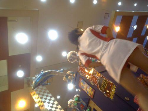 パチンコ店員のパンティをローアングルで盗撮したエロ画像まとめ 36枚 No.34