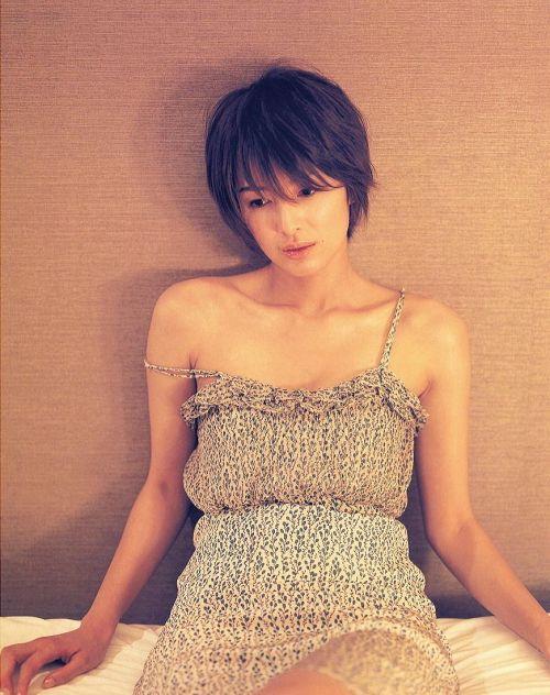 吉瀬美智子 綺麗でカッコ良すぎる熟女のヌードやイキ顔のエロ画像 182枚 No.15