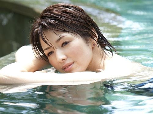 吉瀬美智子 綺麗でカッコ良すぎる熟女のヌードやイキ顔のエロ画像 182枚 No.140
