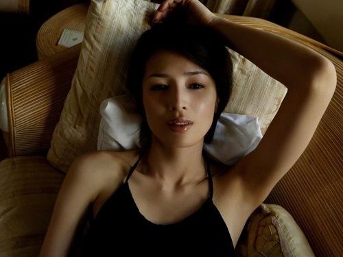 吉瀬美智子 綺麗でカッコ良すぎる熟女のヌードやイキ顔のエロ画像 182枚 No.154