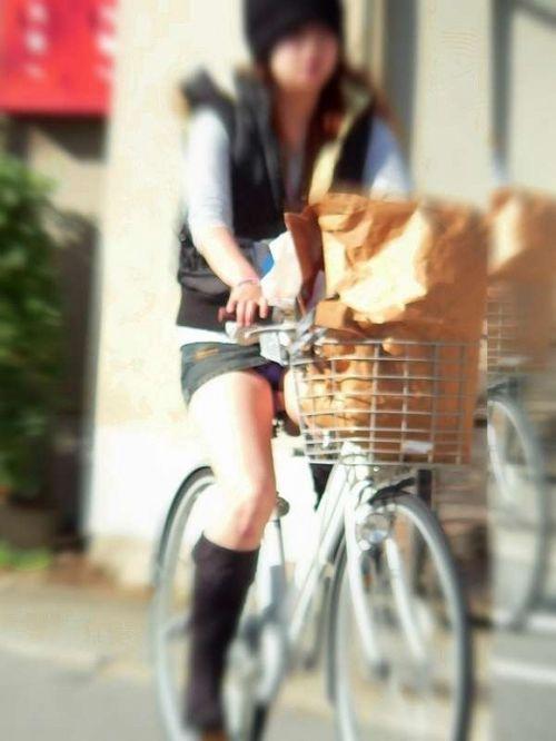 【パンチラ確定画像】ミニスカジーンズギャルが自転車に乗った結果www 38枚 No.3