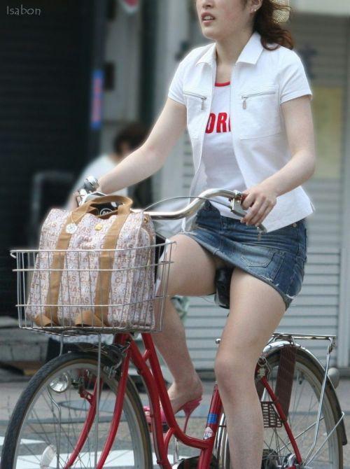 【パンチラ確定画像】ミニスカジーンズギャルが自転車に乗った結果www 38枚 No.4