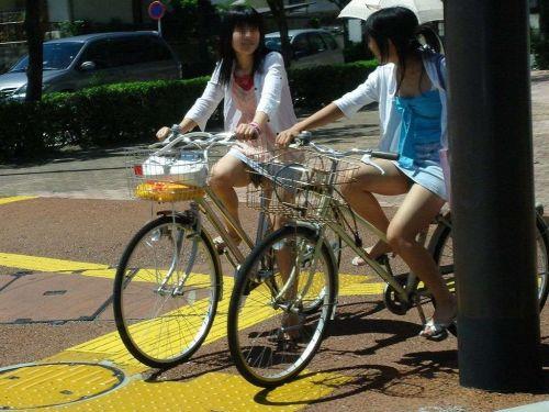 【パンチラ確定画像】ミニスカジーンズギャルが自転車に乗った結果www 38枚 No.6