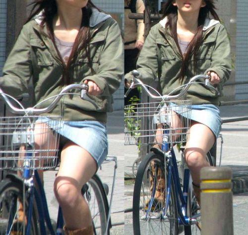 【パンチラ確定画像】ミニスカジーンズギャルが自転車に乗った結果www 38枚 No.8