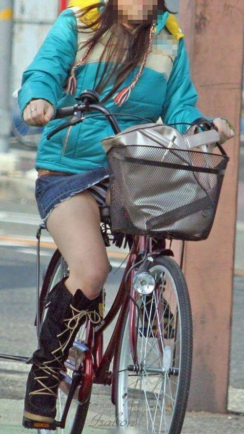 【パンチラ確定画像】ミニスカジーンズギャルが自転車に乗った結果www 38枚 No.9