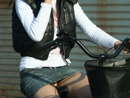 【パンチラ確定画像】ミニスカジーンズギャルが自転車に乗った結果www 38枚 No.15