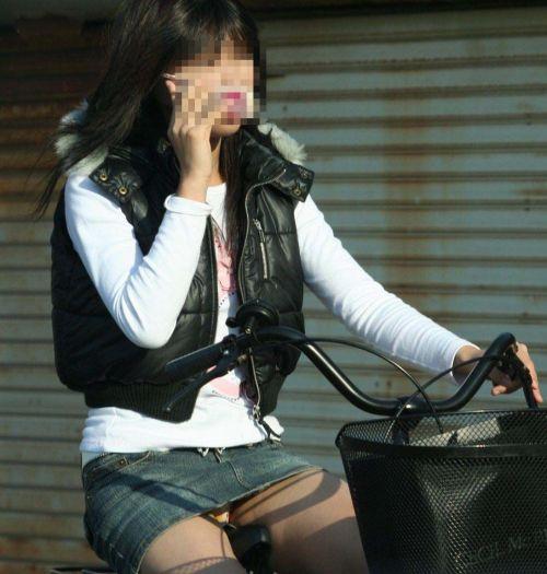 【パンチラ確定画像】ミニスカジーンズギャルが自転車に乗った結果www 38枚 No.16