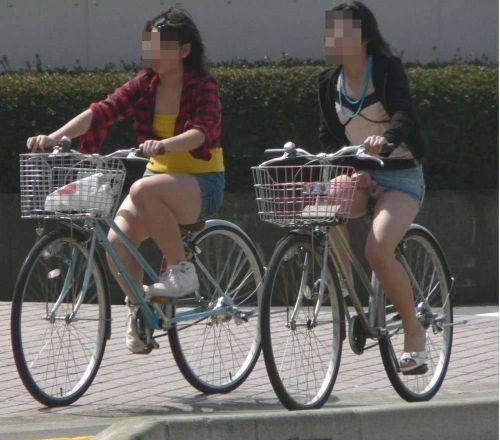 【パンチラ確定画像】ミニスカジーンズギャルが自転車に乗った結果www 38枚 No.20