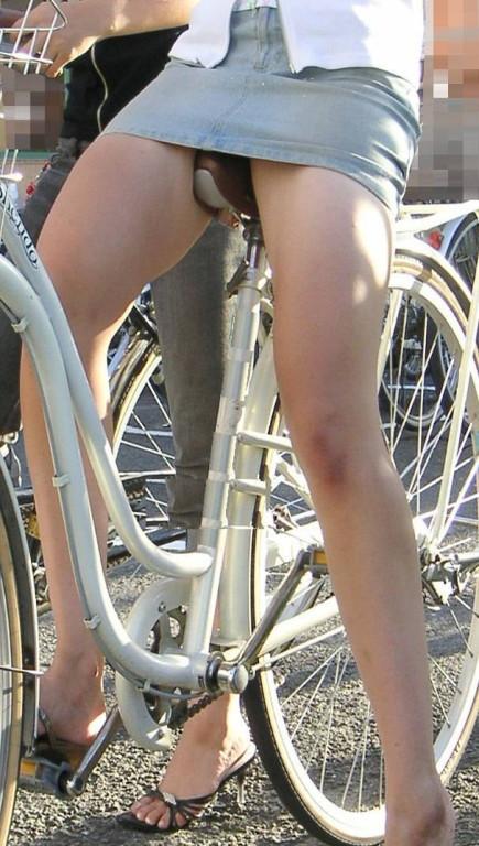 【パンチラ確定画像】ミニスカジーンズギャルが自転車に乗った結果www 38枚 No.21