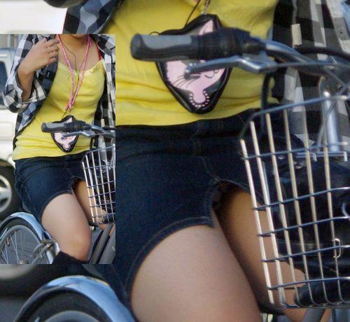 【パンチラ確定画像】ミニスカジーンズギャルが自転車に乗った結果www 38枚 No.23