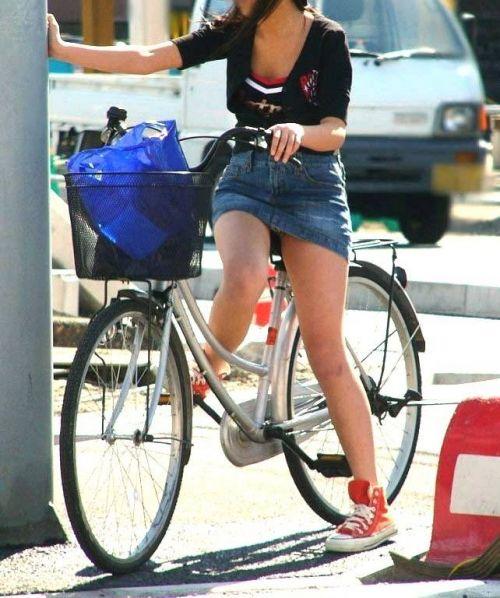 【パンチラ確定画像】ミニスカジーンズギャルが自転車に乗った結果www 38枚 No.27
