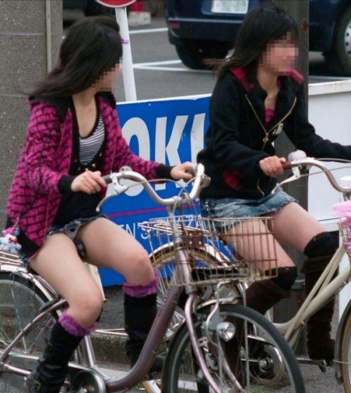 【パンチラ確定画像】ミニスカジーンズギャルが自転車に乗った結果www 38枚 No.30