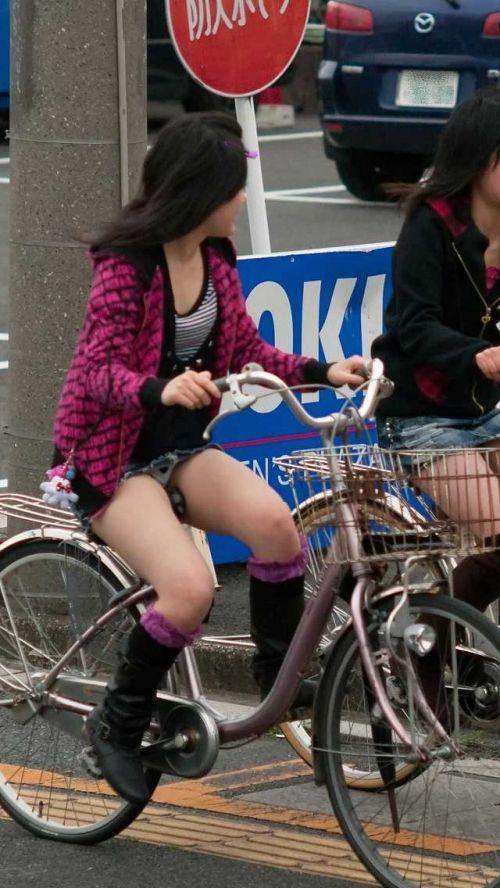 【パンチラ確定画像】ミニスカジーンズギャルが自転車に乗った結果www 38枚 No.33