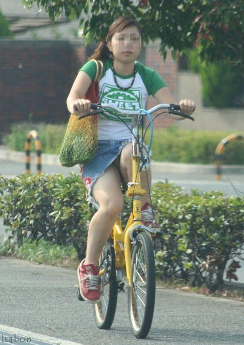 【パンチラ確定画像】ミニスカジーンズギャルが自転車に乗った結果www 38枚 No.36