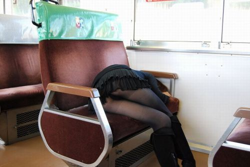 電車内で露出度MAXギャルの太ももデルタゾーンパンチラ盗撮画像 34枚 No.19