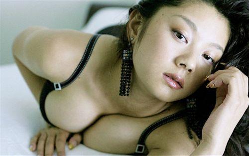 小池栄子 エロ過ぎるFカップおっぱいの谷間と力強い視線に勃起不可避なエロ画像 167枚 No.9