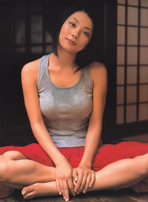 小池栄子 エロ過ぎるFカップおっぱいの谷間と力強い視線に勃起不可避なエロ画像 167枚 No.48