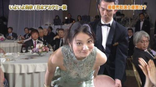 小池栄子 エロ過ぎるFカップおっぱいの谷間と力強い視線に勃起不可避なエロ画像 167枚 No.53