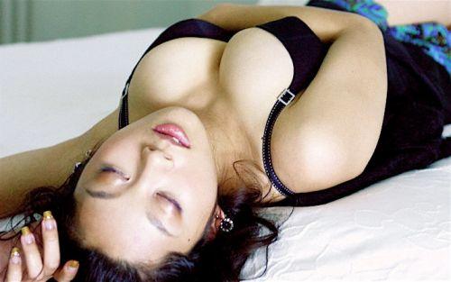 小池栄子 エロ過ぎるFカップおっぱいの谷間と力強い視線に勃起不可避なエロ画像 167枚 No.123