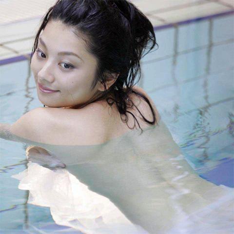 小池栄子 エロ過ぎるFカップおっぱいの谷間と力強い視線に勃起不可避なエロ画像 167枚 No.143