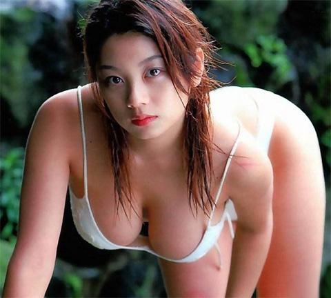 小池栄子 エロ過ぎるFカップおっぱいの谷間と力強い視線に勃起不可避なエロ画像 167枚 No.147