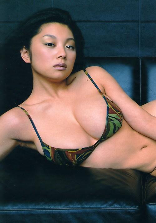 小池栄子 エロ過ぎるFカップおっぱいの谷間と力強い視線に勃起不可避なエロ画像 167枚 No.151