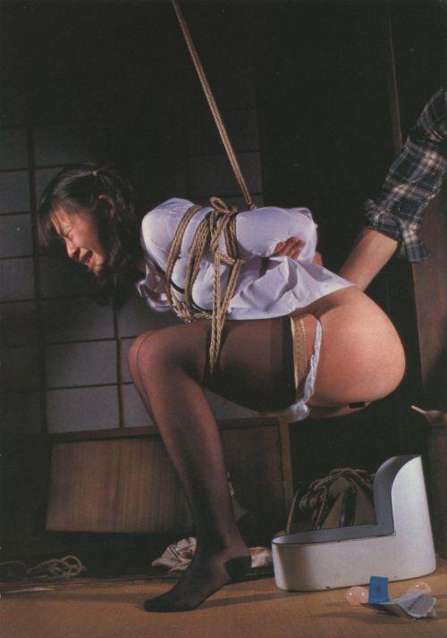縛られて感じてる女の子のSMエロ画像 40枚 No.30