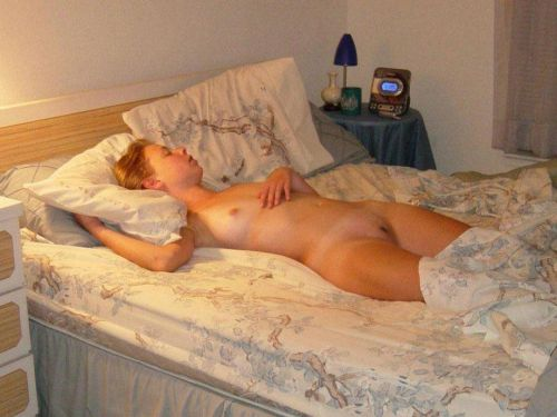 柔らかそうなおっぱいを丸出しで寝ている外国人の盗撮エロ画像 31枚 No.17