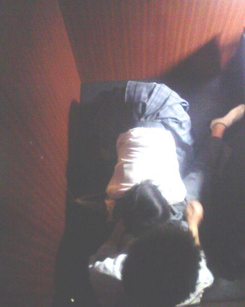 ネットカフェで声を我慢しながらセックスしてるカップルの盗撮画像 27枚 No.10