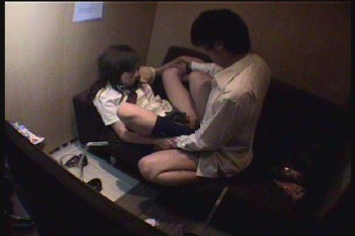 ネットカフェで声を我慢しながらセックスしてるカップルの盗撮画像 27枚 No.14