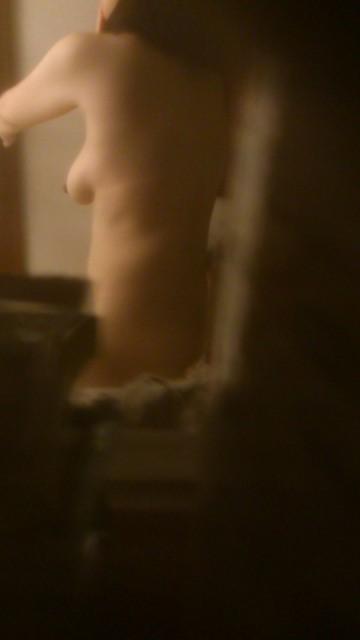 お姉さんのおっぱい見たさに窓の外から民家を盗撮したエロ画像 32枚 No.12