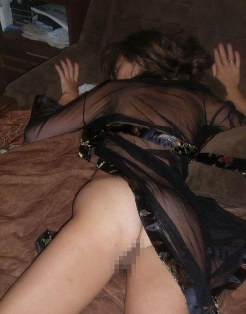 色白で綺麗なお尻やオマンコ丸出しで寝ている外国人盗撮エロ画像 36枚 No.12