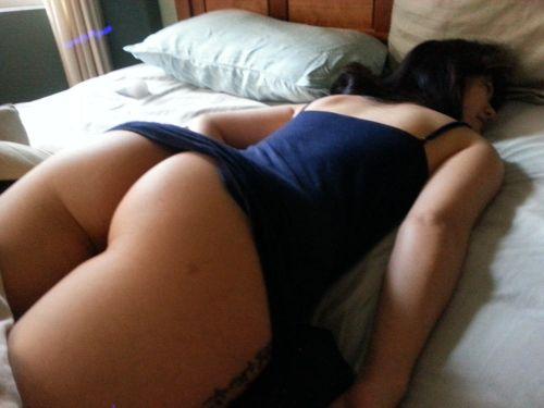 色白で綺麗なお尻やオマンコ丸出しで寝ている外国人盗撮エロ画像 36枚 No.29