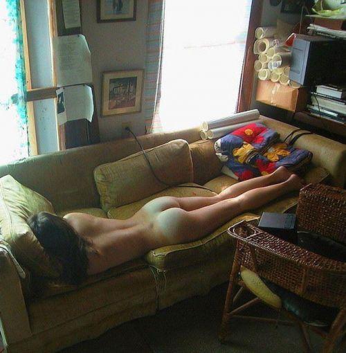 色白で綺麗なお尻やオマンコ丸出しで寝ている外国人盗撮エロ画像 36枚 No.32