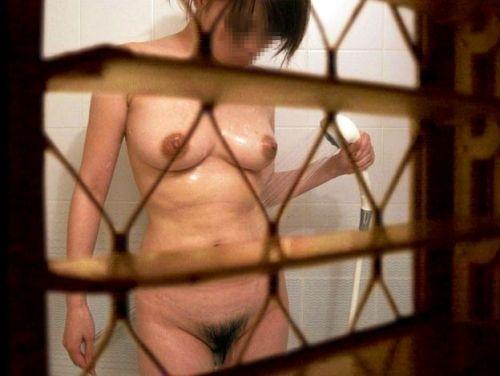 【画像】一般家庭をお風呂に入浴中の女の子をこっそり盗撮したったwww 31枚 No.24