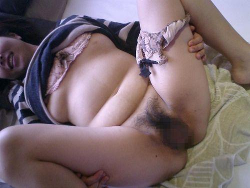 熟女や人妻が股間全開でオマンコを見せつけるM字開脚のエロ画像 37枚 No.5